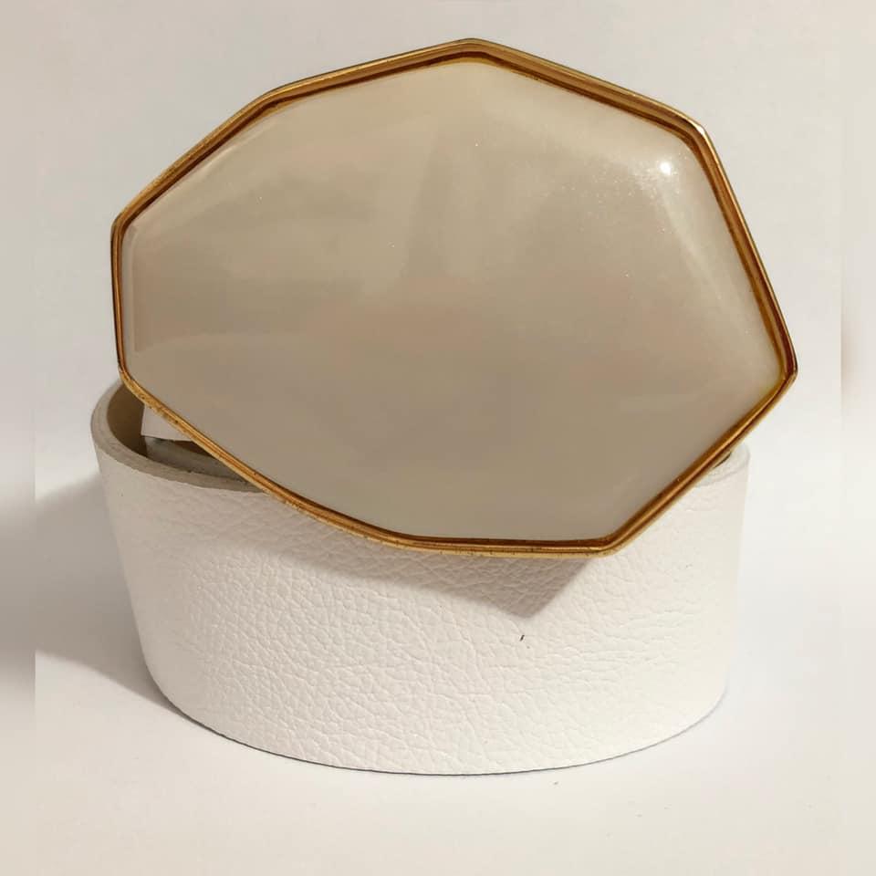 Cinto de Couro Branco  com Fivela Dourada Pedra - 4cm - Cintos Exclusivos - Feminino