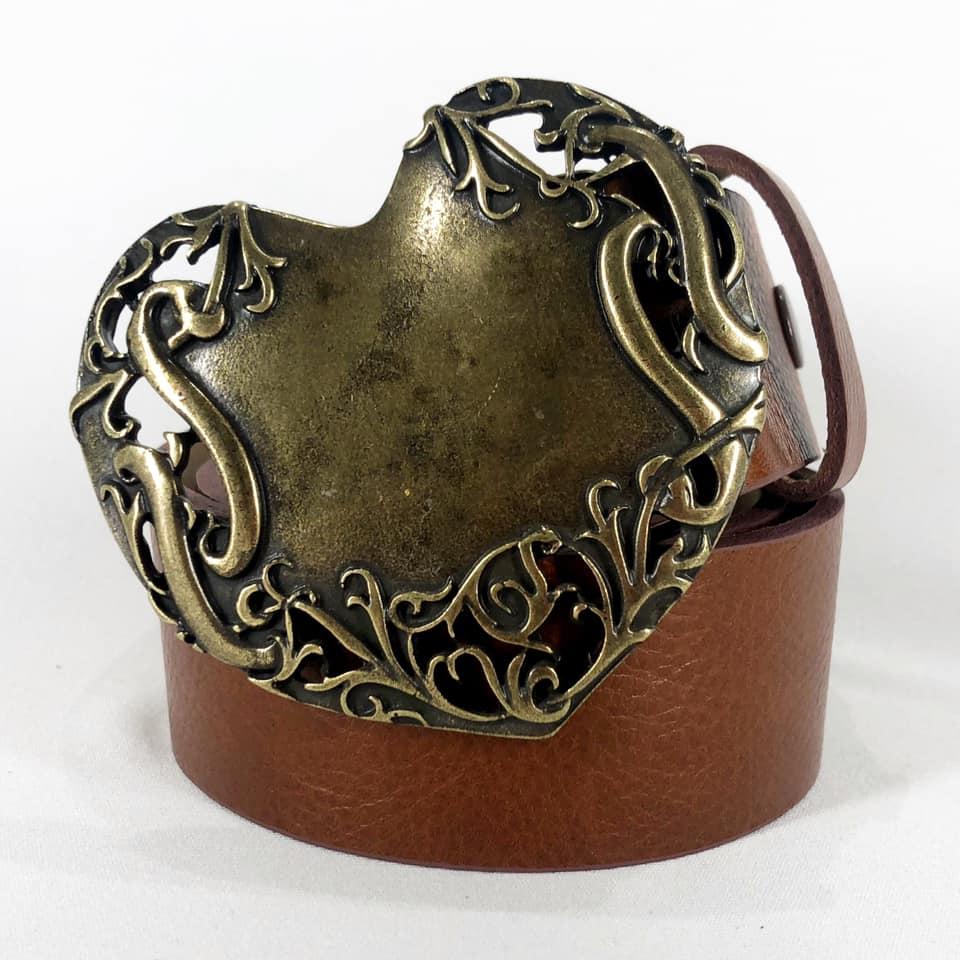 Cinto de Couro Caramelo com Fivela Ouro Velho Coração - 4 cm - Feminino -   Linha Premium VC