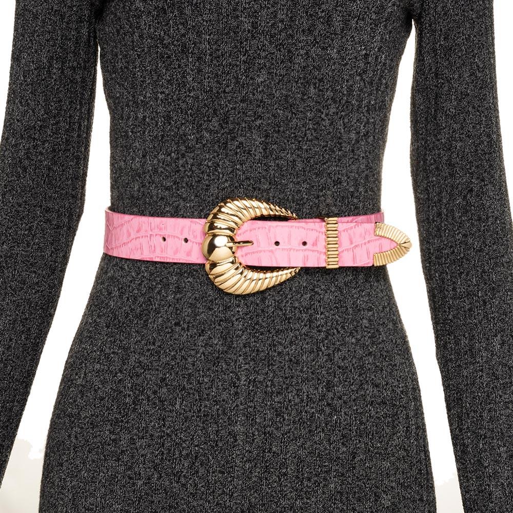 Cinto de Couro Croco Rosa Chiclete com fivela concha  e ponteira dourada - 3,5 - cm - Cintos Exclusivos - Feminino