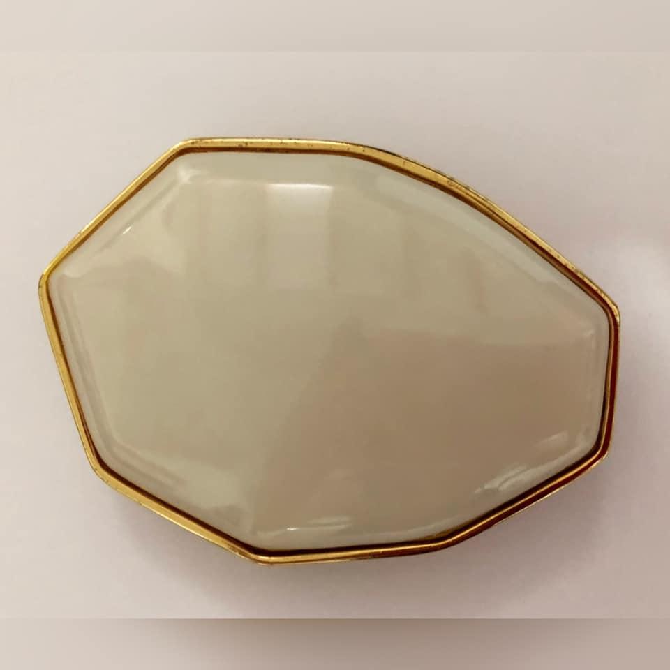 Fivela em Dourada com Pedra- Cintos Exclusivos - Feminino
