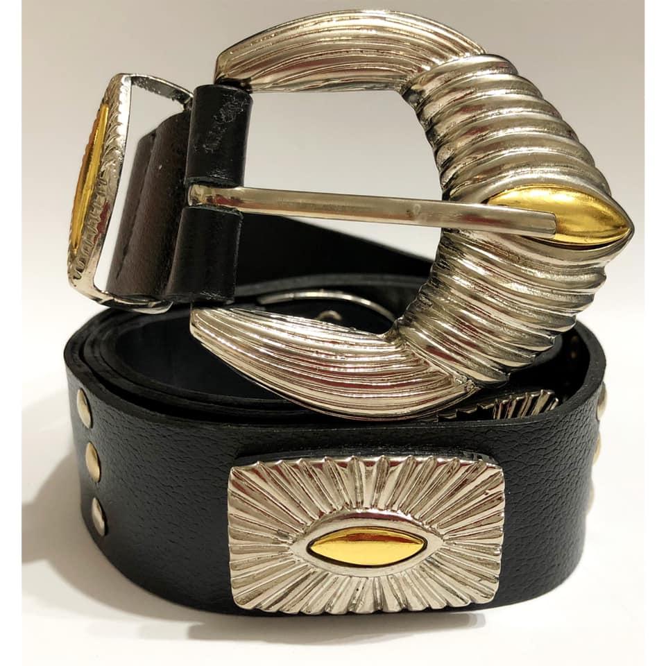 Lançamento - Cinto de Couro Preto  étnico com apliques dourado e prata  de medalha  - 3,5 cm - Feminino