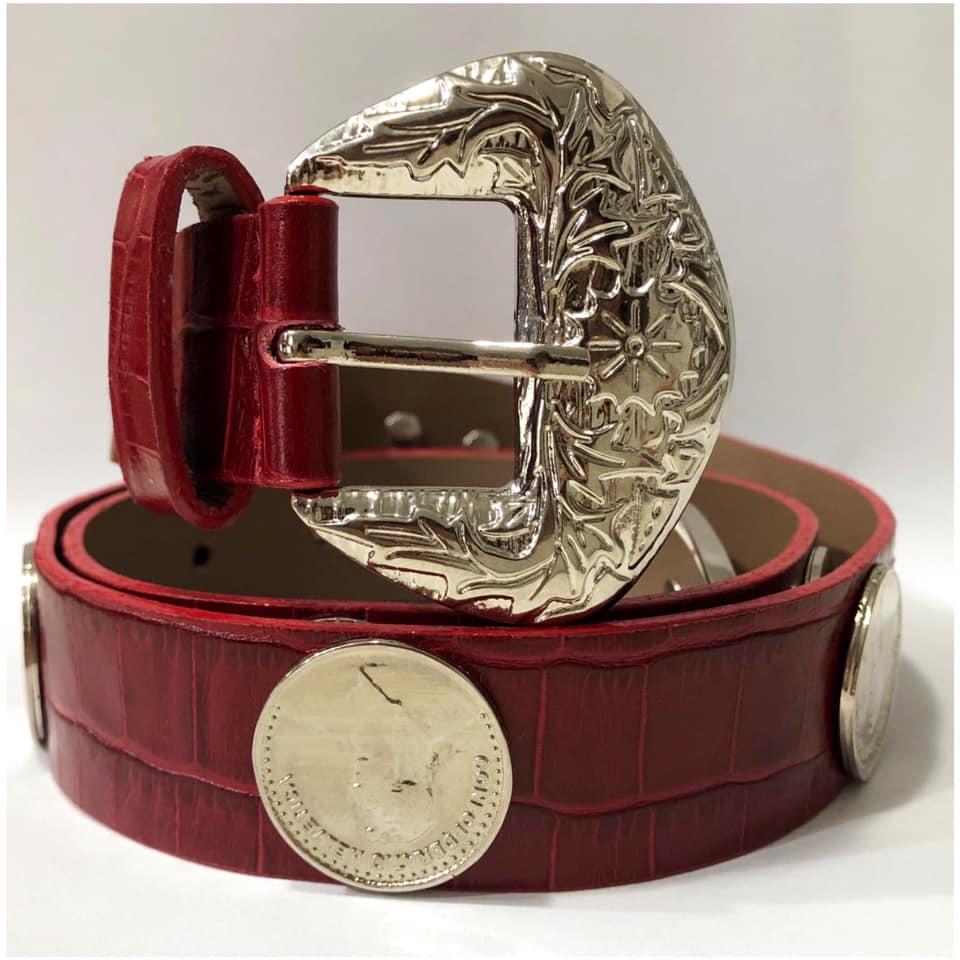 Lançamento - Cinto de Couro Vermelho com  apliques  prata  de medalha   - 3cm - Feminino