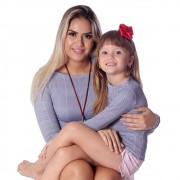 Kit Mãe e Filha Blusas FICALINDA Estampa Exclusiva Príncipe de Gales Manga Longa Decote Canoa EVASÊ