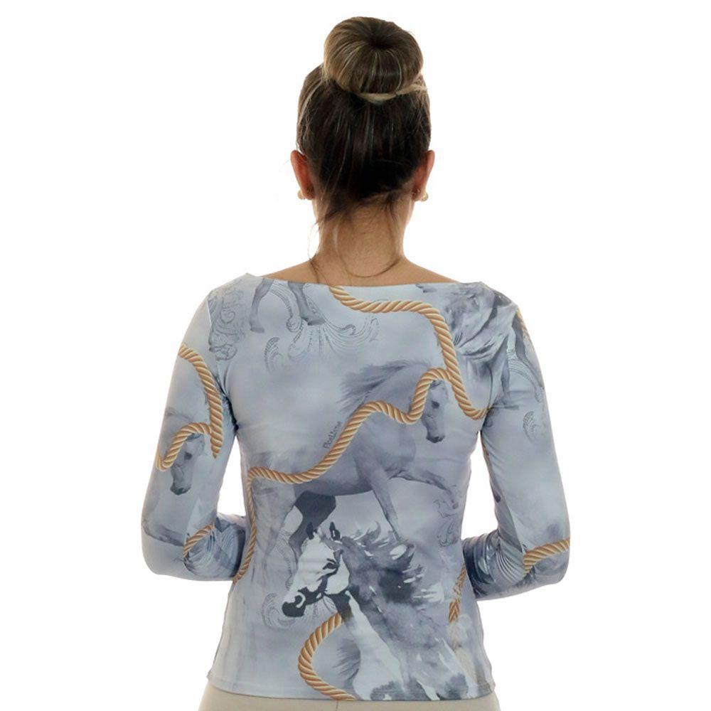 Blusa Feminina com Proteção Solar UV Estampa Exclusiva Selaria com Desenho de Cavalo Decote Canoa