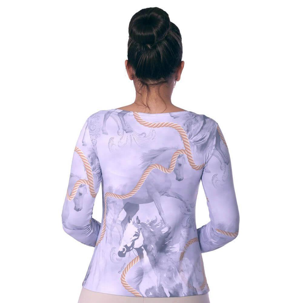 Blusa Feminina com Proteção Solar UV Estampa Exclusiva Selaria com Desenho de Cavalo Decote Canoa Evasê