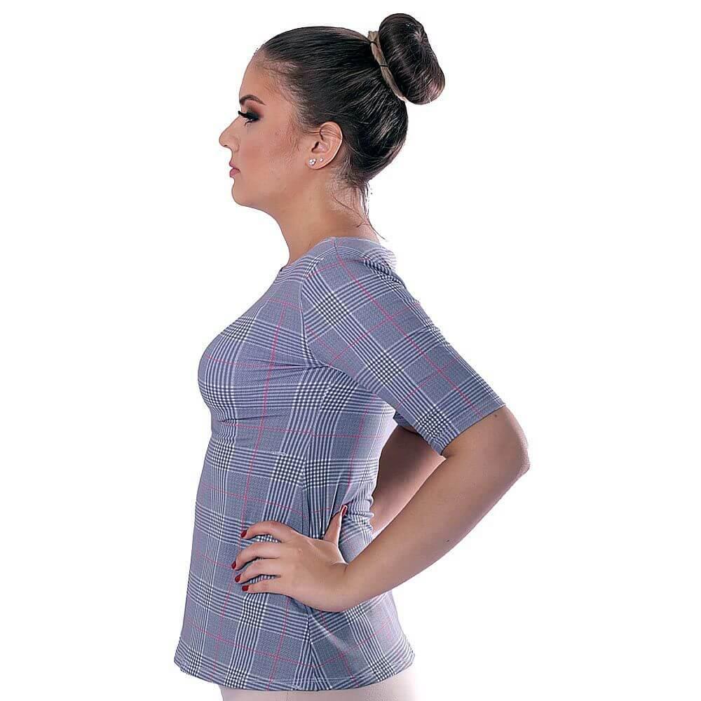 Blusa Feminina com Proteção Solar UV Manga Curta Estampa Exclusiva Príncipe de Gales Decote Canoa Evasê