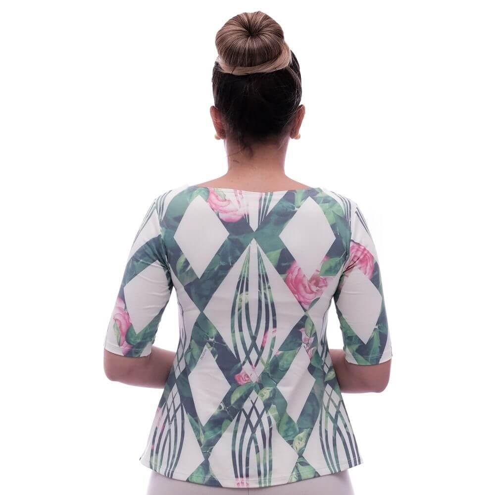 Blusa Feminina com Proteção Solar UV Meia Manga Estampa Geométrica Exclusiva Verde com Flores Decote Canoa Evasê