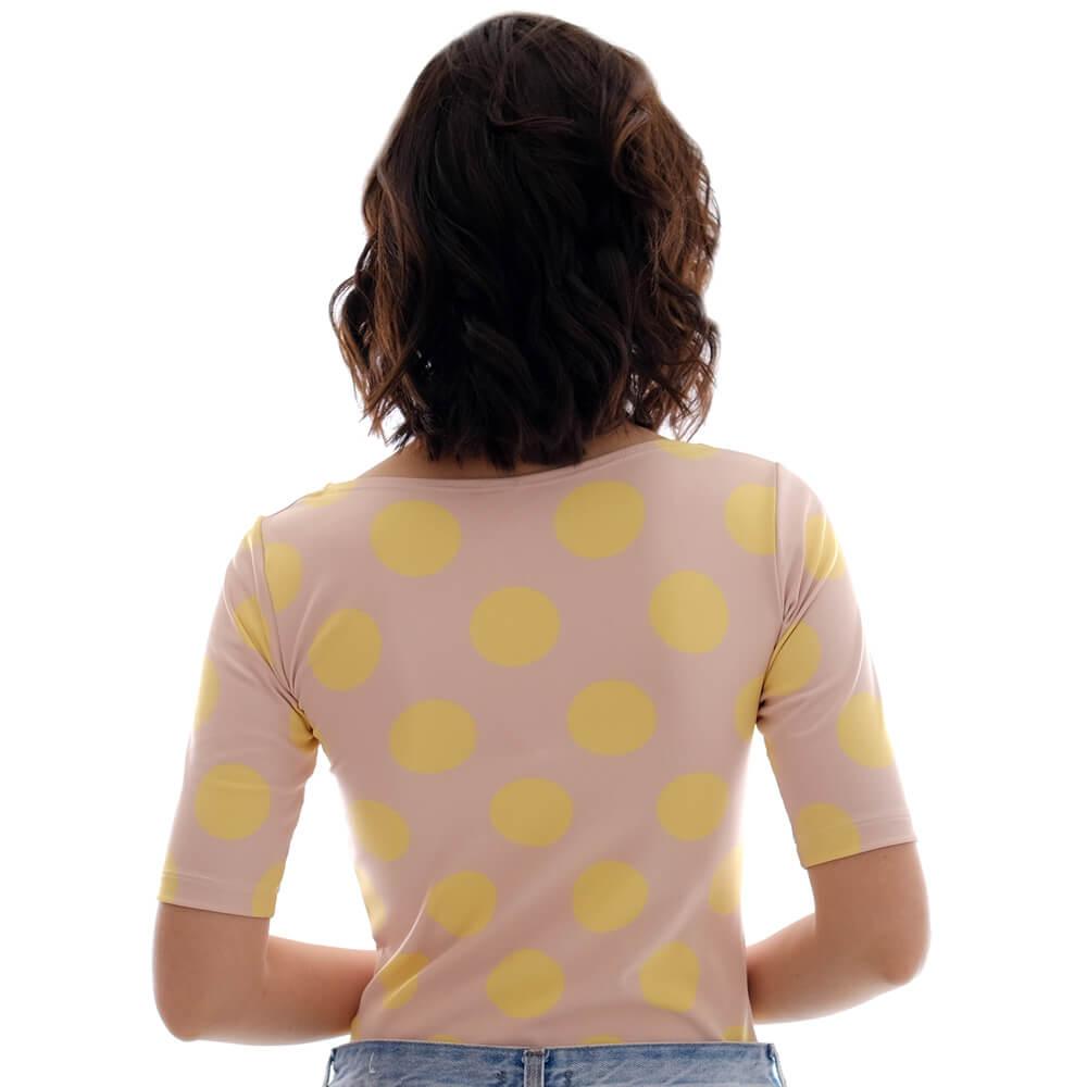 Blusa Feminina Juliana com Proteção Solar Meia Manga Nude com Poá Amarela  Decote Canoa