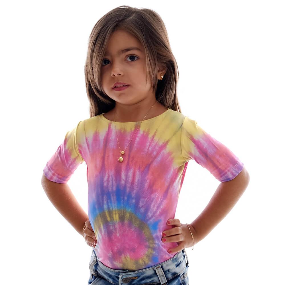 Blusa Infantil com Proteção UV Feminina Meia Manga Estampa Exclusiva Tie Dye Decote Canoa