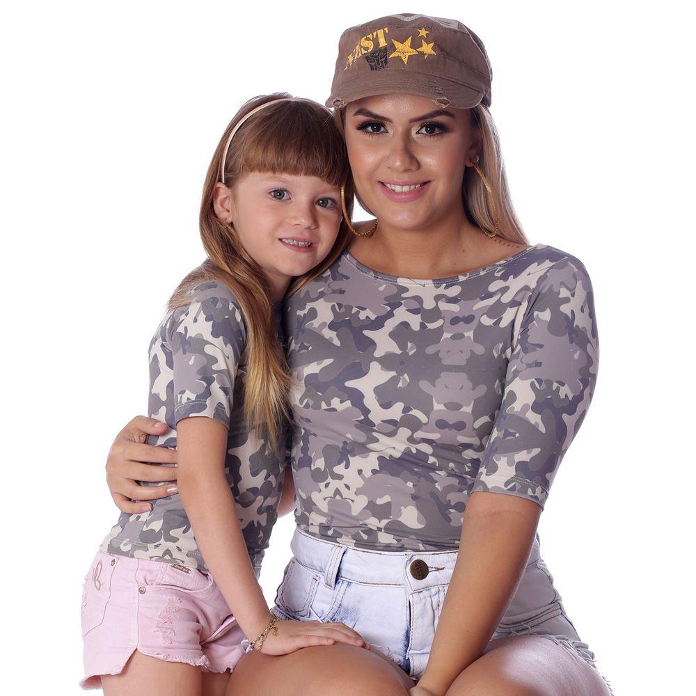 Kit Mãe e Filha Blusas FICALINDA Camufladas Estampa Exclusiva Militar Meia Manga Decote Canoa EVASÊ
