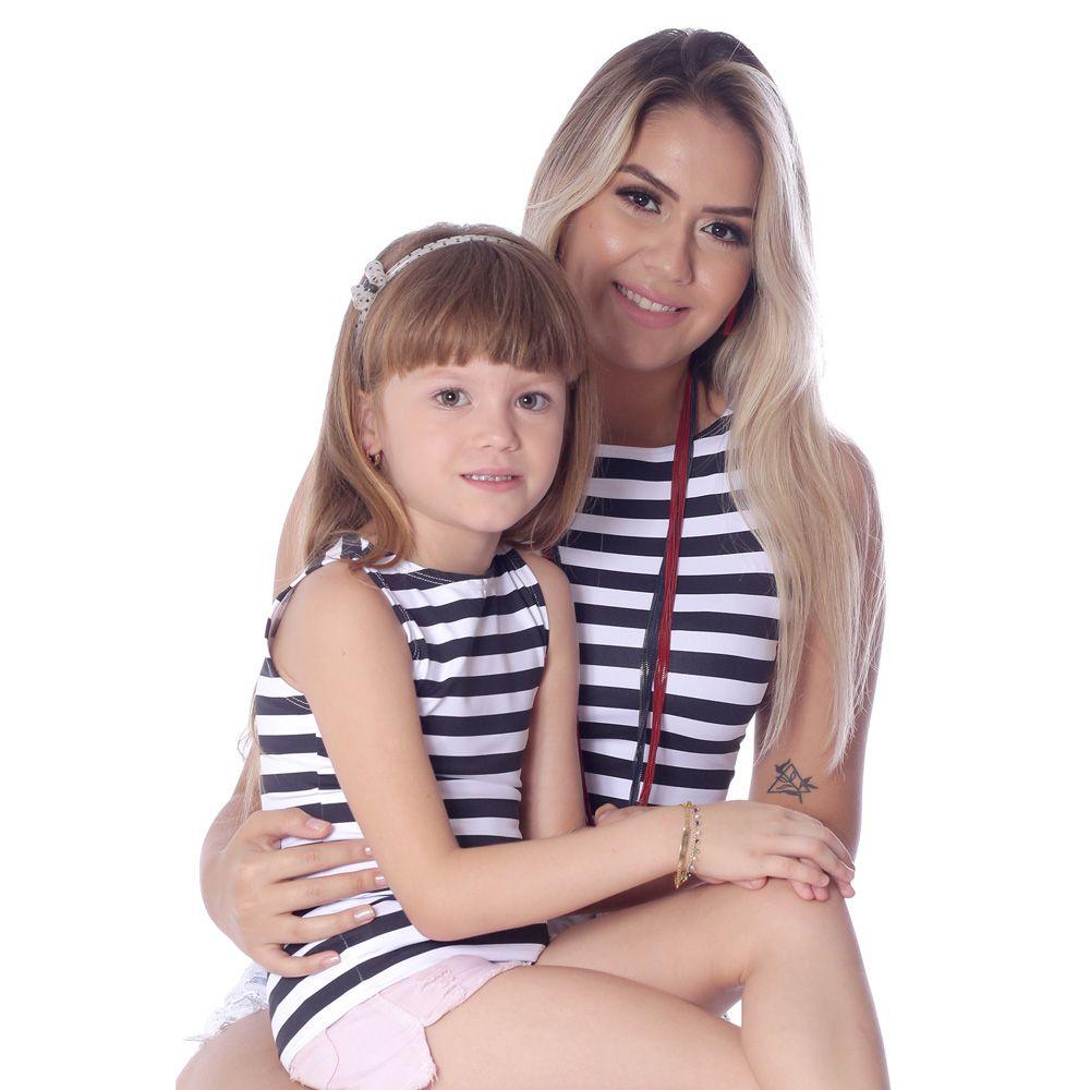 Kit Mãe e Filha Regatas FICALINDA com Listras Preto e Branco Decote Canoa EVASÊ