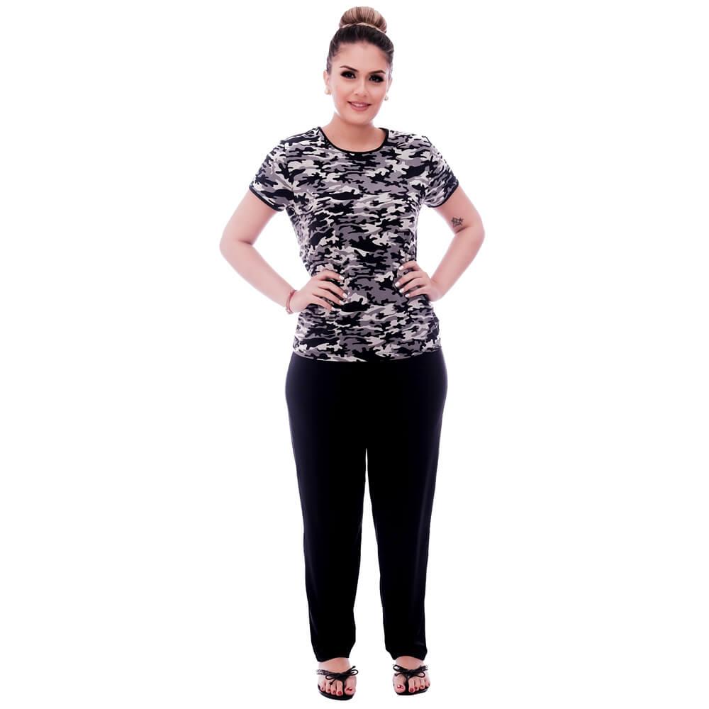 Pijama Feminino de Blusa Manga Curta Estampa Militar Camuflada e Viés Preto e Calça Comprida Preta