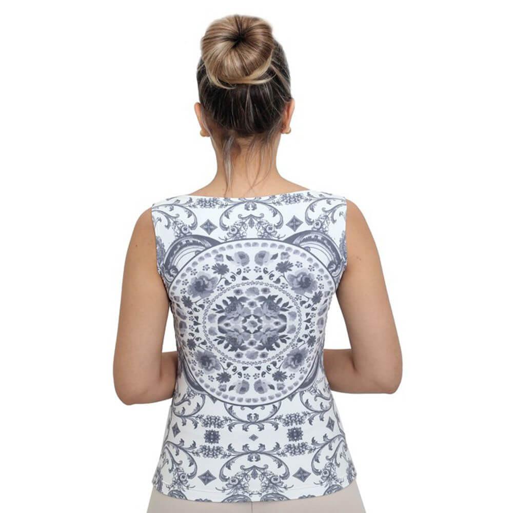Regata Feminina Estampa Exclusiva Azulejo Português Branco e Preto Decote Canoa