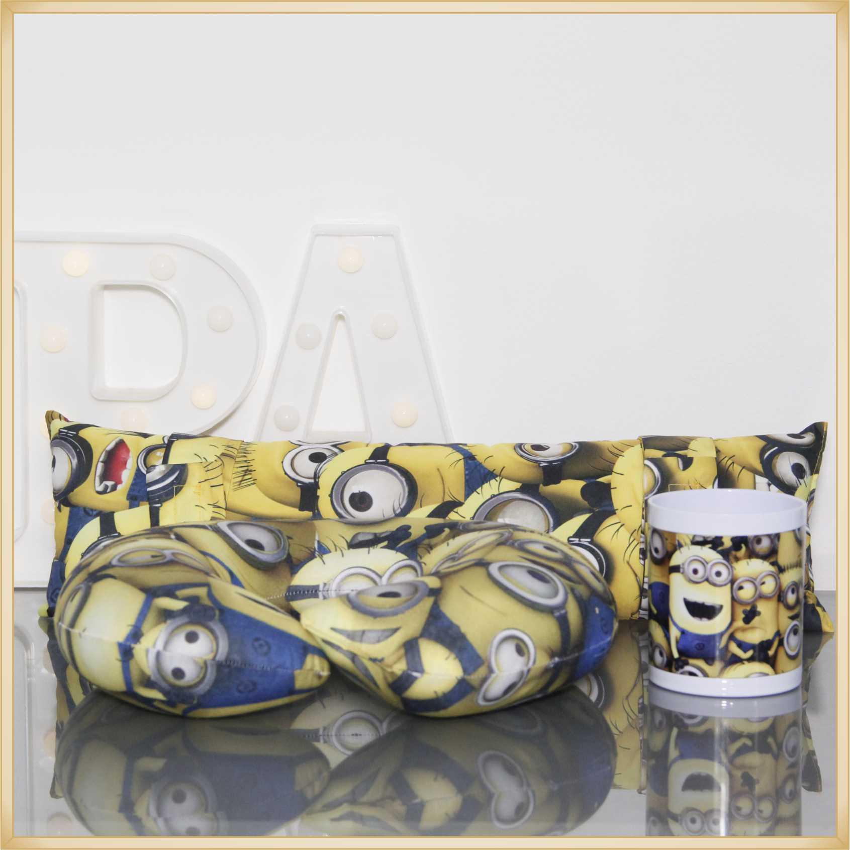 Kit Infantil Minions - Almofada de Pescoço + Almofada de Cinto + Caneca Plástica