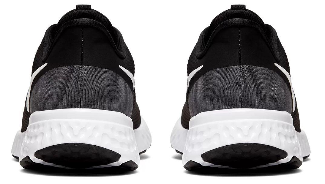 Tênis Nike Revolution 5 Preto e Branco
