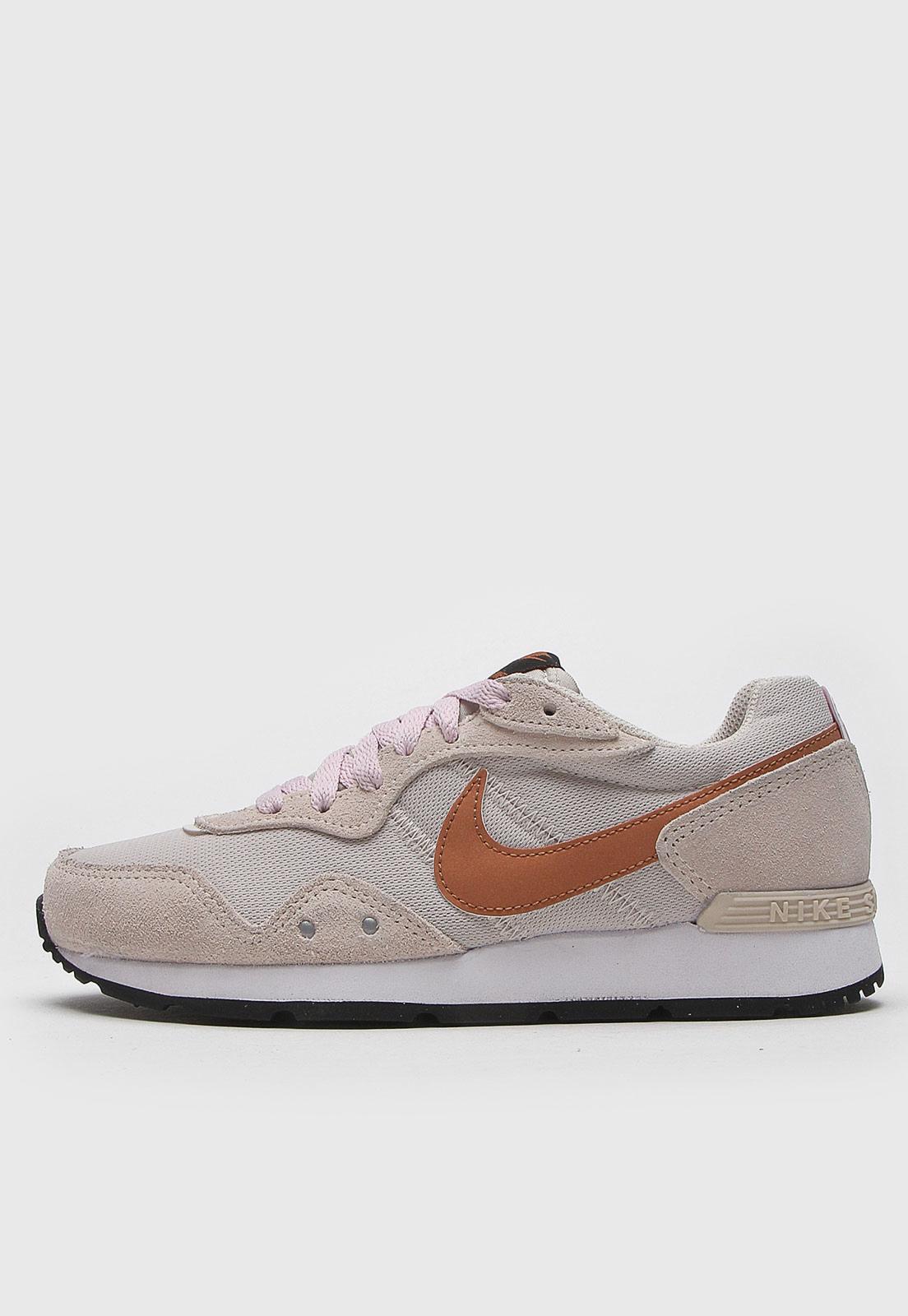 Tênis Nike Sportswear Venture Runner Bege