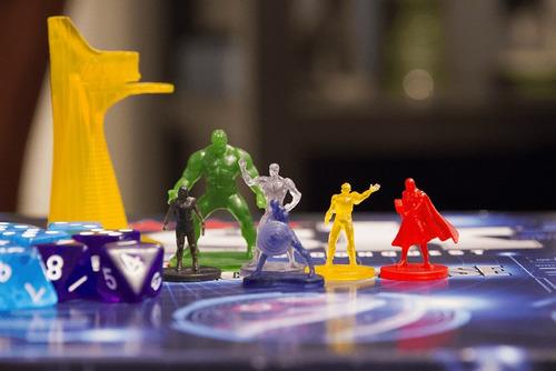 Jogo Risk Marvel Cinematic Universe Raro 2015 Completo