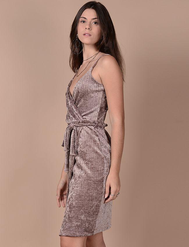 Vestido transpassado em veludo