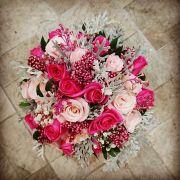 Buquê de noiva redondo com rosas exótico