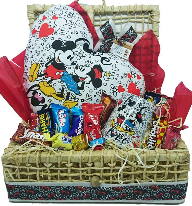 Bau Almofada Mickey Minnie Love com Caneca e Chocolates