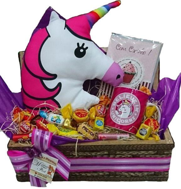 Baú Almofada Unicornio com Caneca e Chocolates