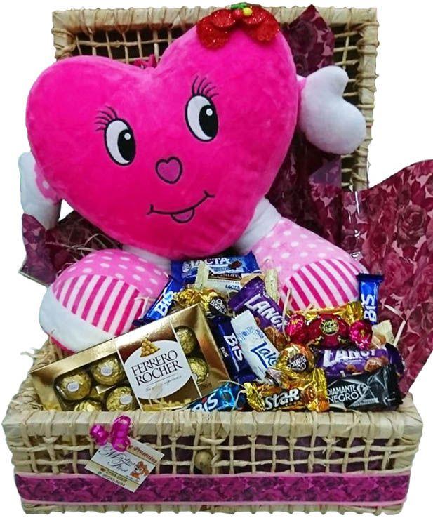 Baú Coração Pé e Mão Rosa com Ferrero e Chocolates