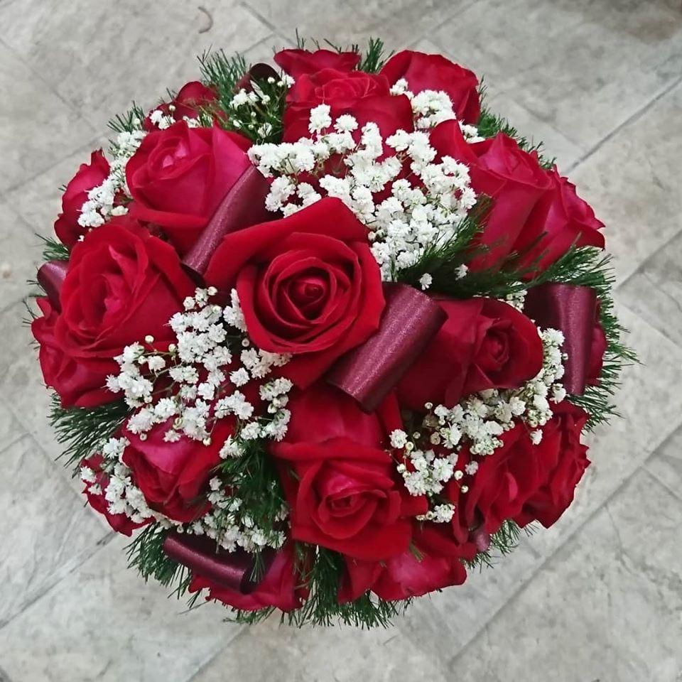 Buquê de noiva redondo M com rosas e cetim