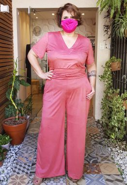 Calça Pantalona Plus Size em Suede