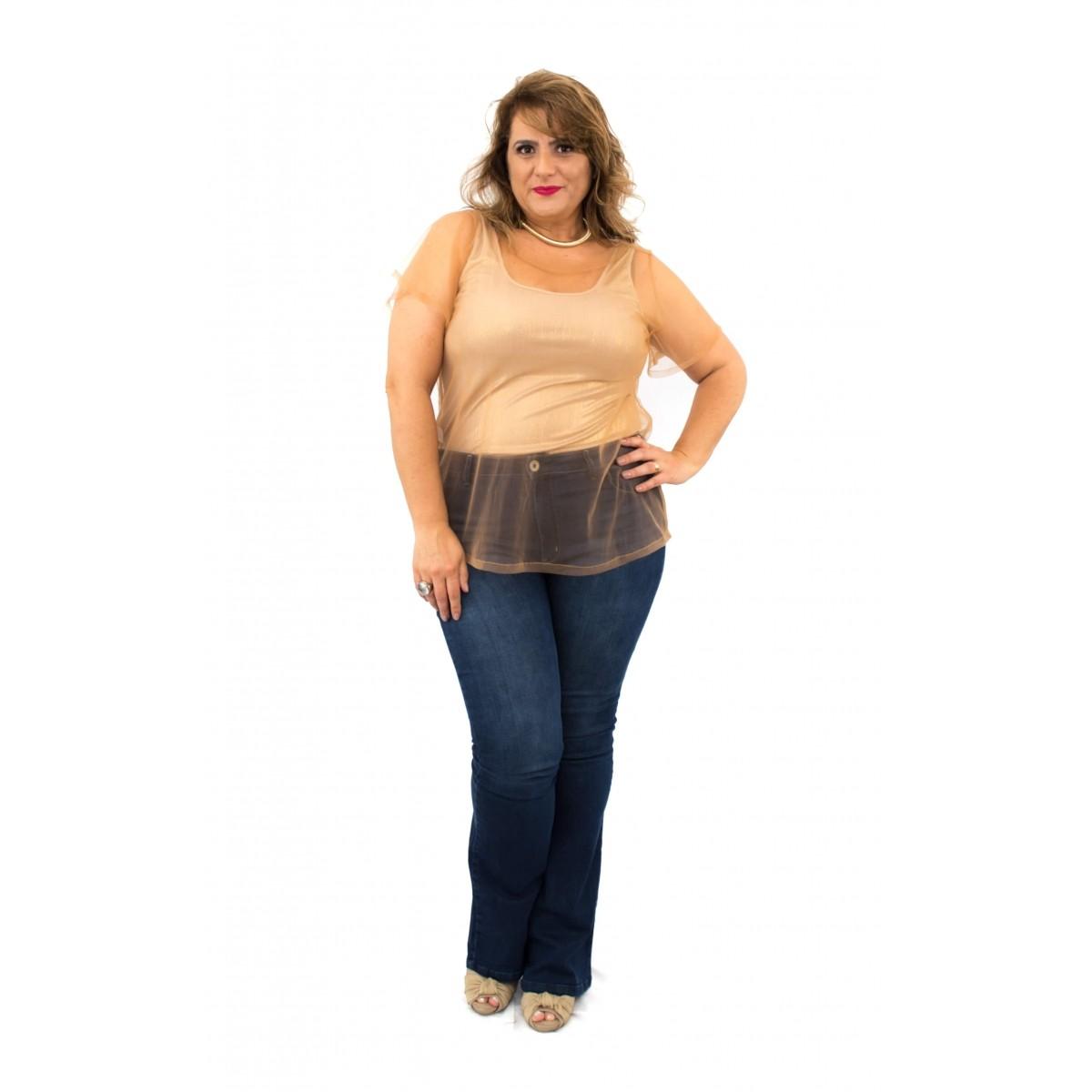 Blusinha Plus Size com Sobreposição de Tule
