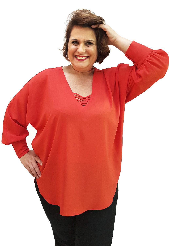 Blusa Tomate Plus Size Com Punho Largo e Detalhe No Decote
