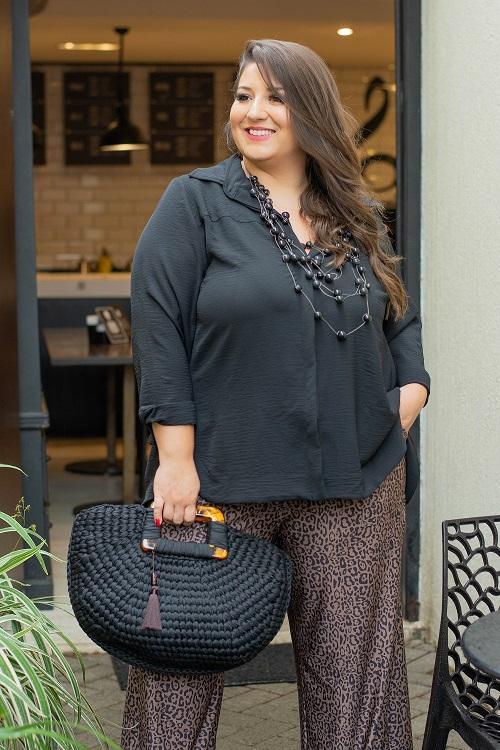 Camisa Básica Plus Size Com Barra Larga