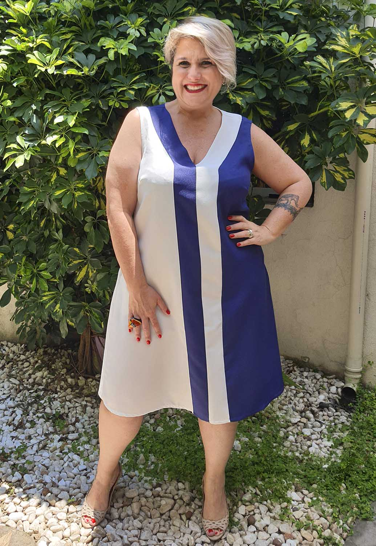 Vestido Curto Plus Size Bicolor Marinho e Branco