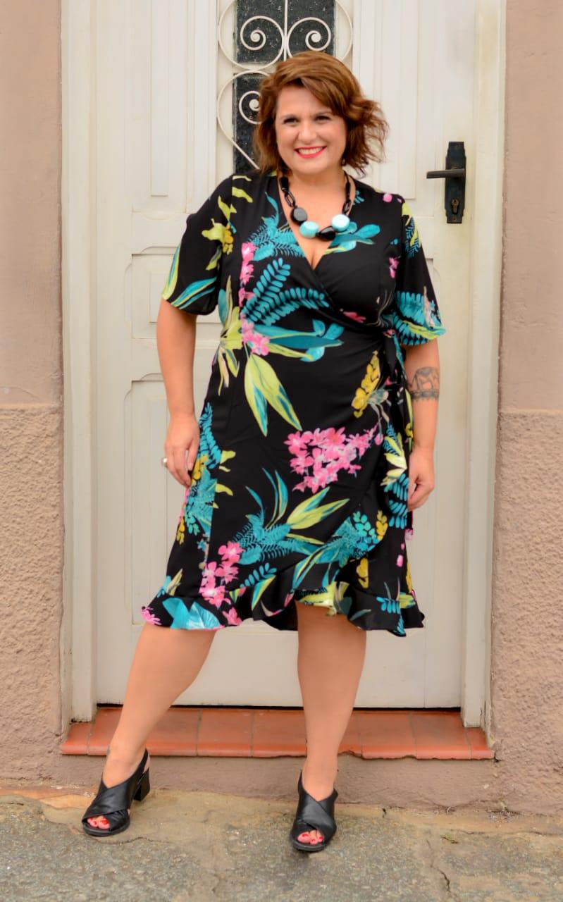 Vestido Curto Plus Size Bubblue Preto Estampado Transpassado