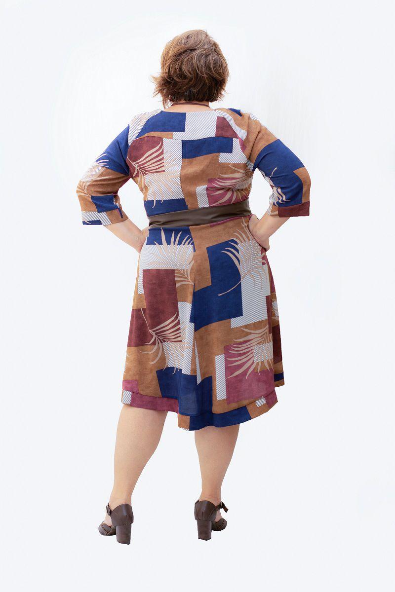 Vestido Plus Size Curto Estampado Com Faixa de Couro
