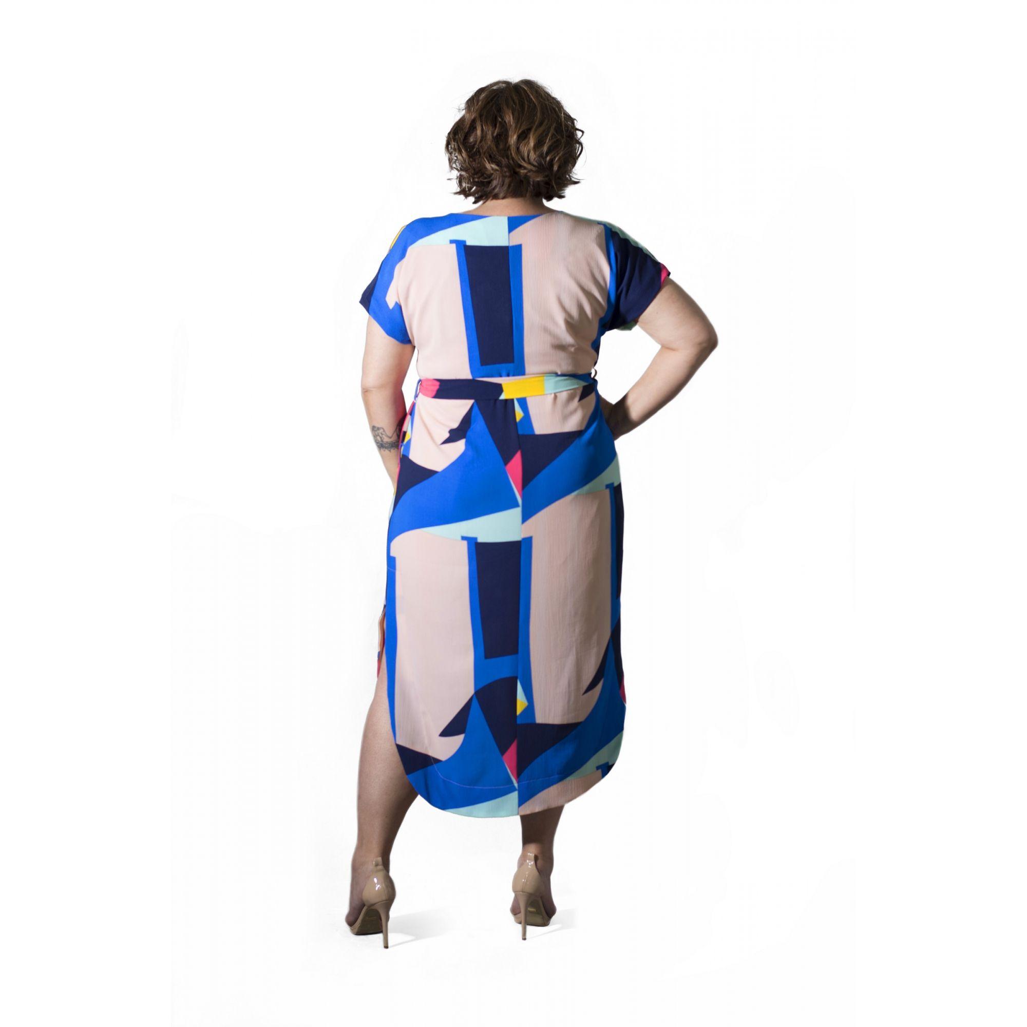 Vestido Plus Size Midi Estampado Crepe