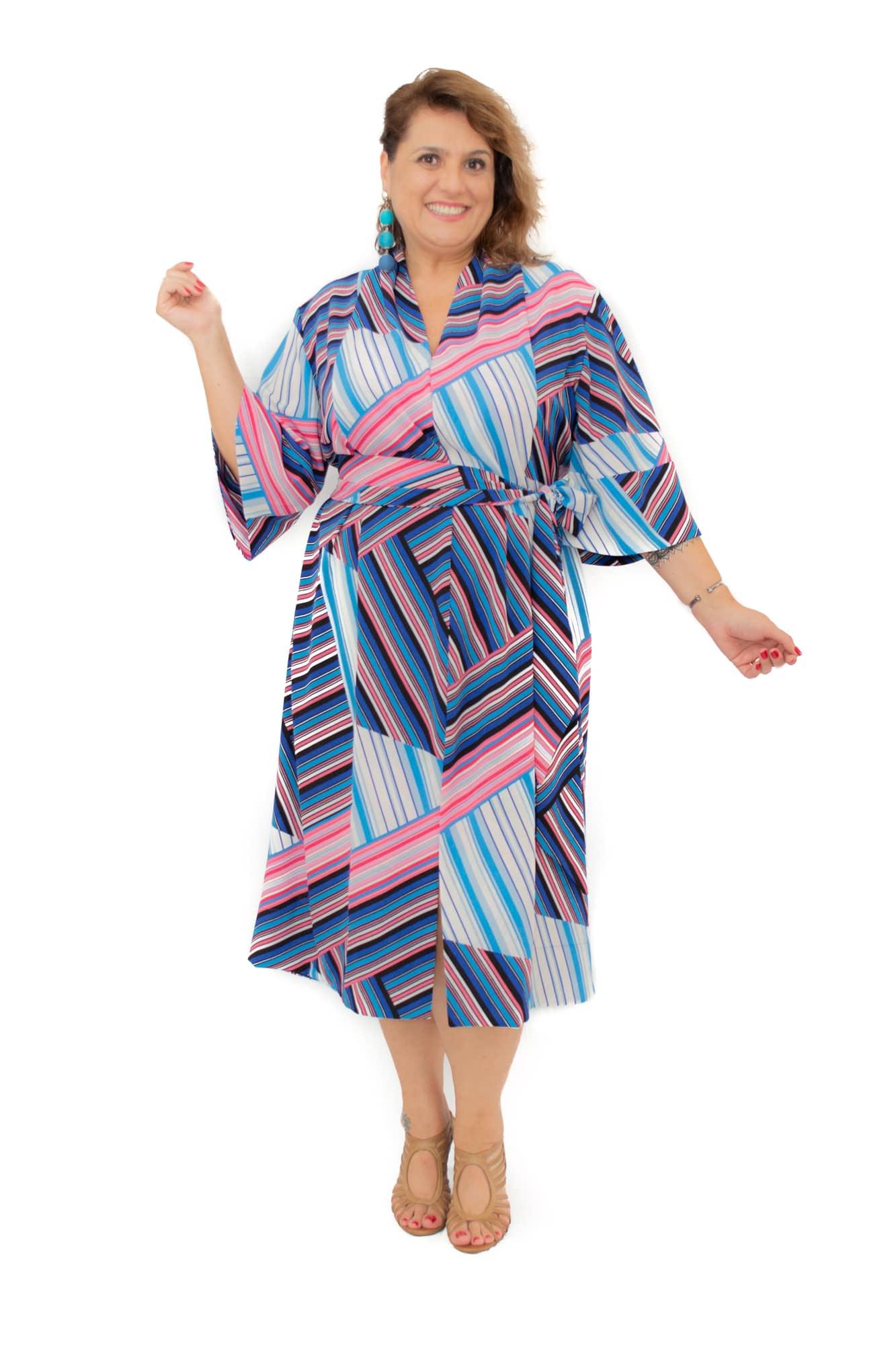 Vestido Curto Plus Size Midi tipo Kimono Listrado Crepe