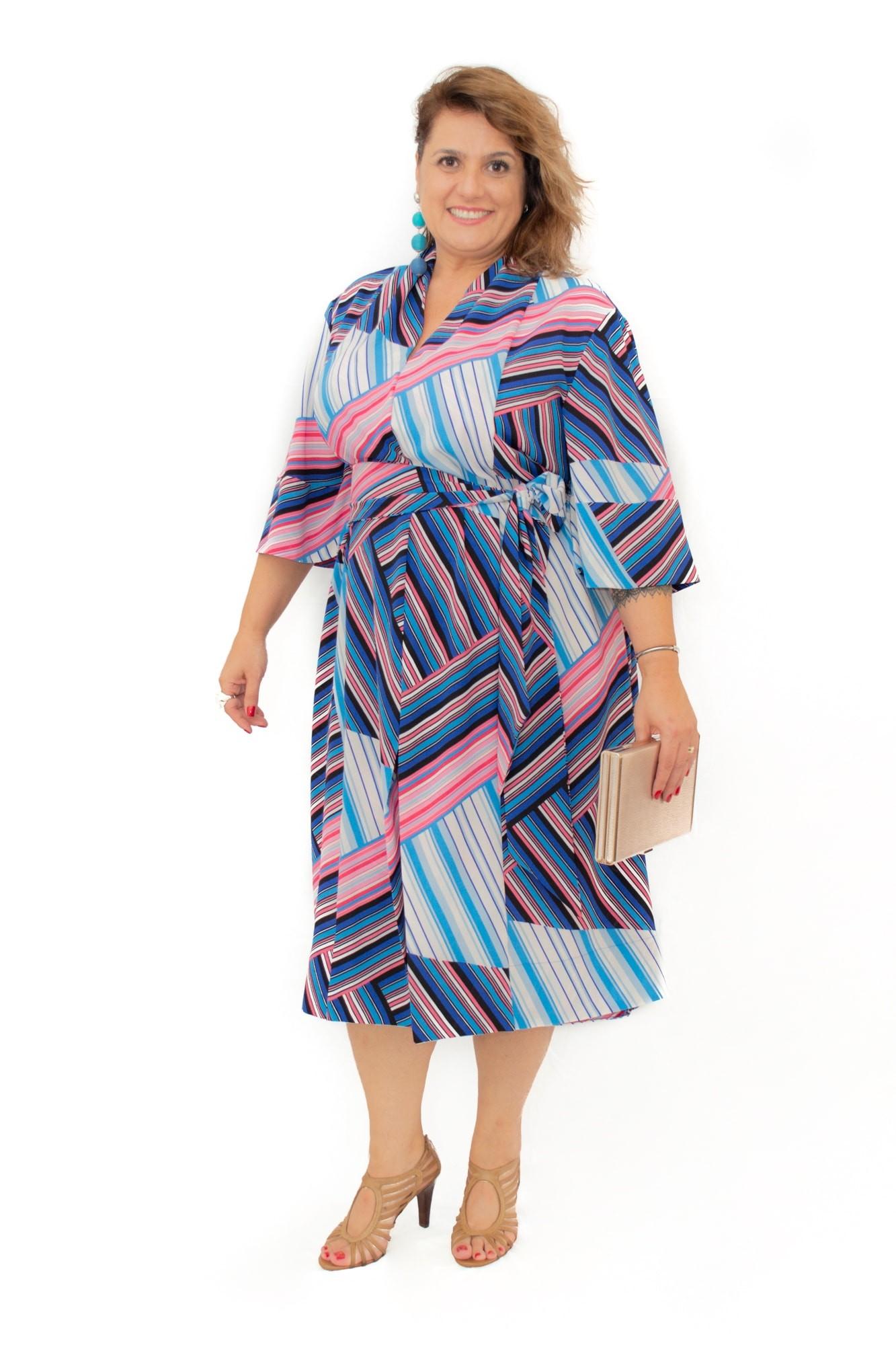 Vestido Plus Size Midi tipo Kimono Listrado Crepe
