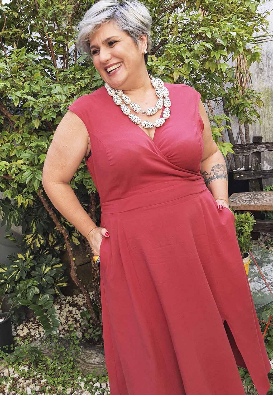 Vestido Plus Size Midi Vermelho com Decote Transpassado