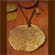 Colar Folha do Cerrado com cordão em couro - tamanho GG - CF010