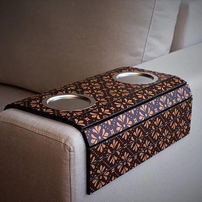 Esteira Braço de Sofá MDF Estampada com Porta Copos Livin