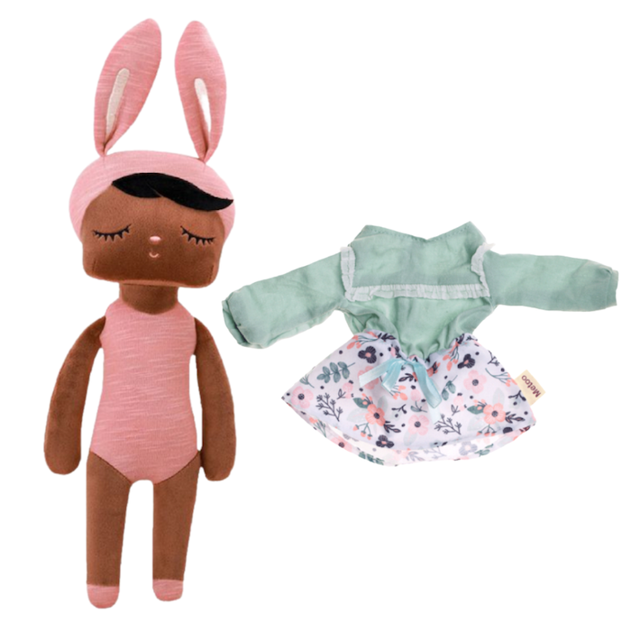 Boneca Metoo Fashion Negra Kit c/ Roupa Blusa e Saia Floral