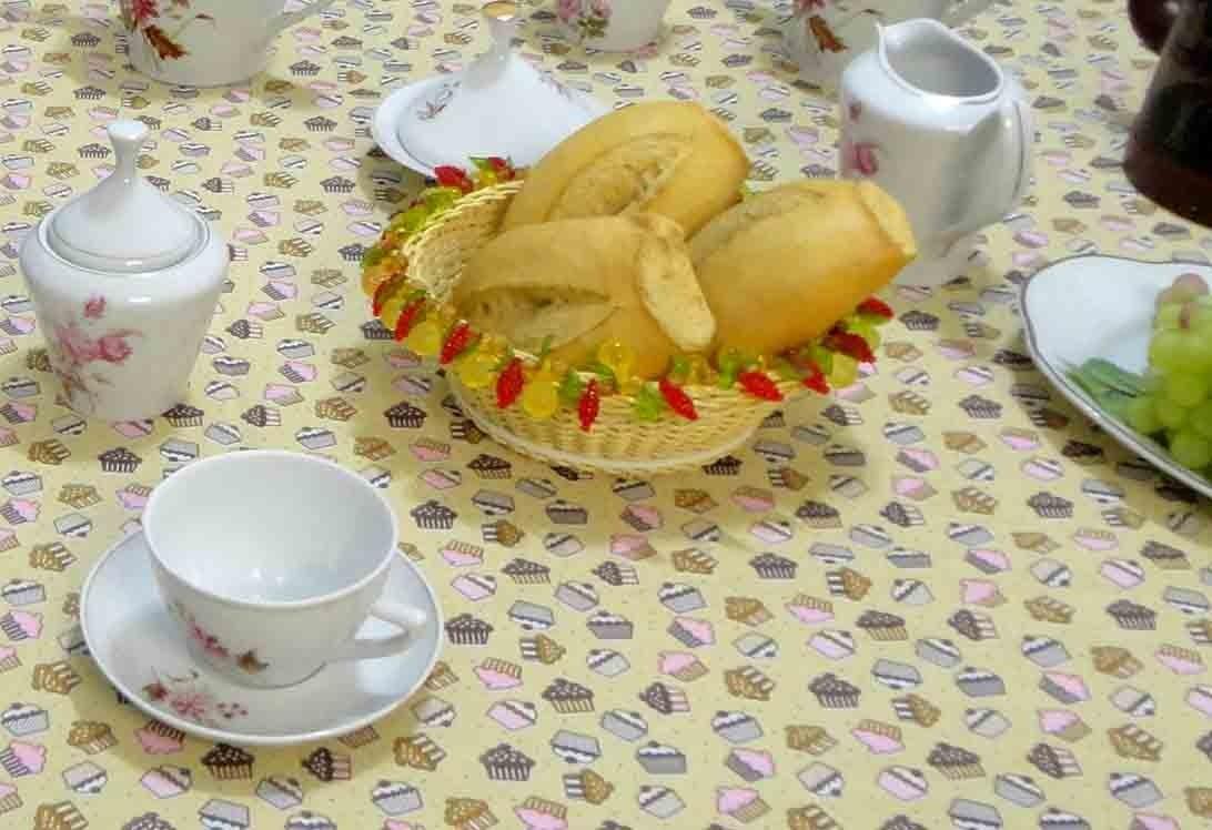Toalha De Mesa Quadrada Cupcake 1,50m X 1,50m  - RECANTO DA COSTURA