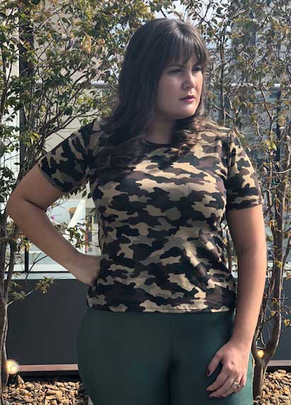 Blusa manga curta camuflada