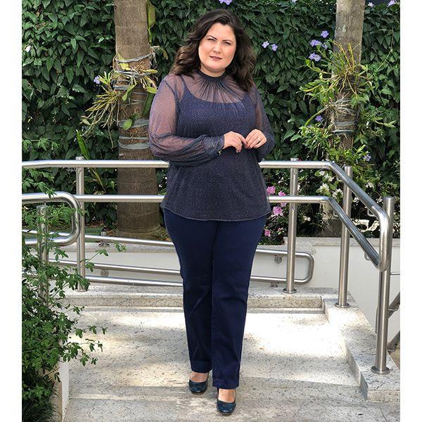 Blusa plus size em tule manga longa