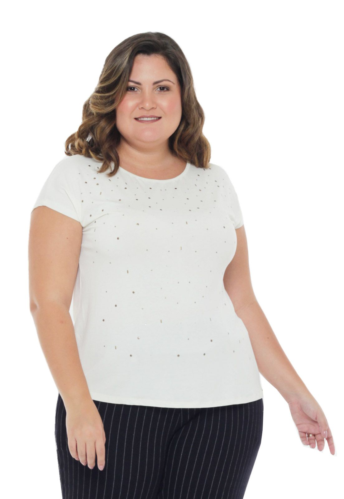 BLUSA PLUS SIZE MANGA CURTA COM TACHAS OFF WHITE