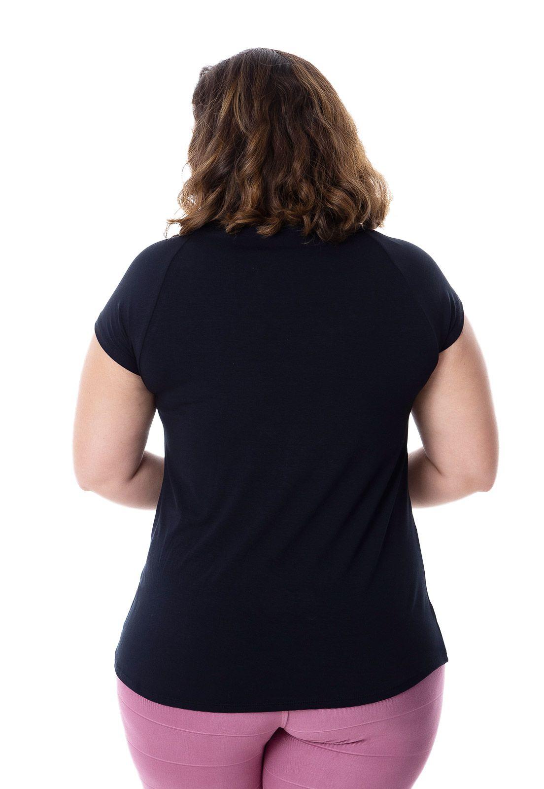 Blusa plus size manga curta com tachas preta