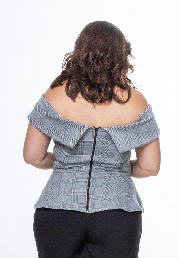 Blusa plus size ombro a ombro xadrez estruturada