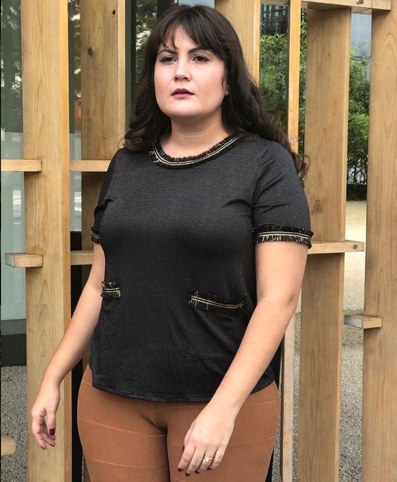 Blusa plus size poá com bolsos e detalhes em de lurex