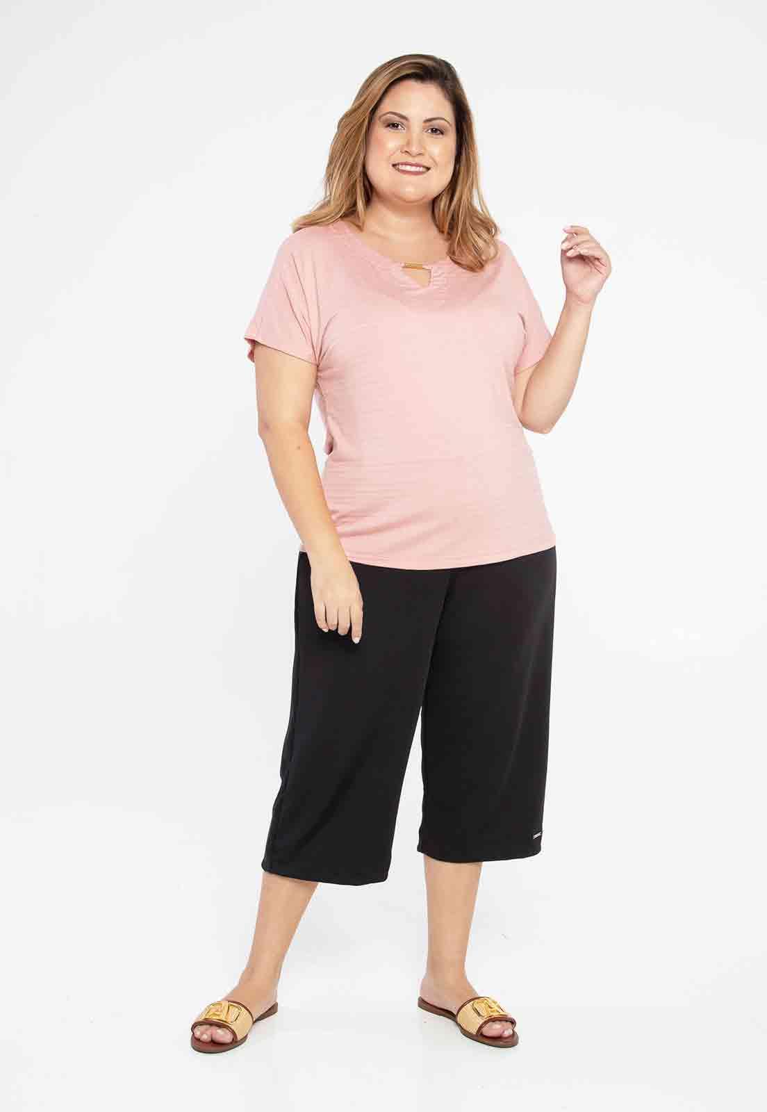 Blusa rosa com detalhe no decote