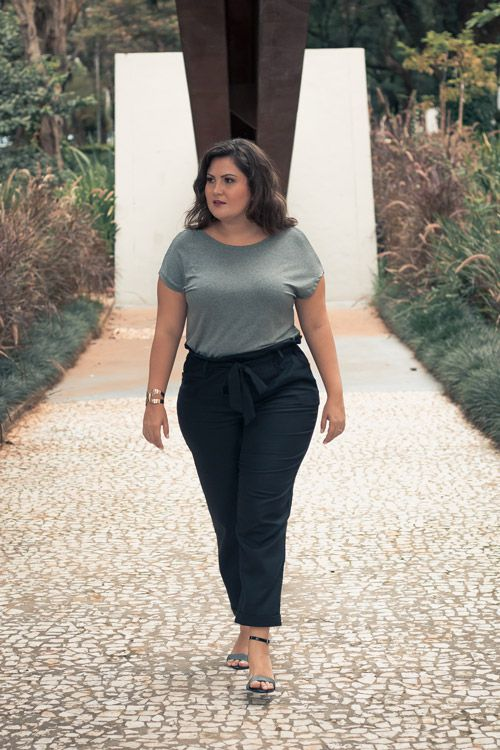 Blusa plus size strappy costas cinza